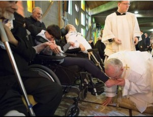 popefrancis washes feet of elderly and disabled3